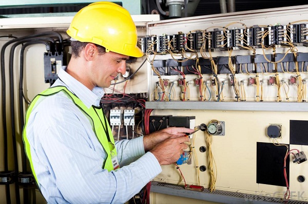 3 Things To Keep In Mind When Hiring An Electrical Technician