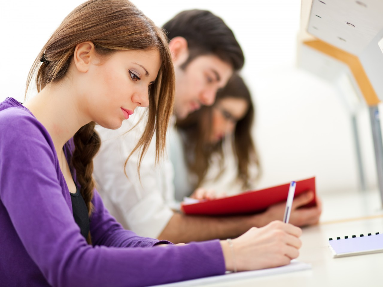 student writing paper Annotated examples of student writing the following writing collections are from ells in grades 2, 3, 5, 8, and high school the collections, which come from around the state, show how students at the various proficiency.